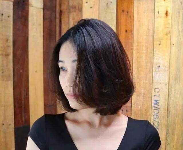 短发还没有厌倦吗?流行的短烫发改变起来吧!